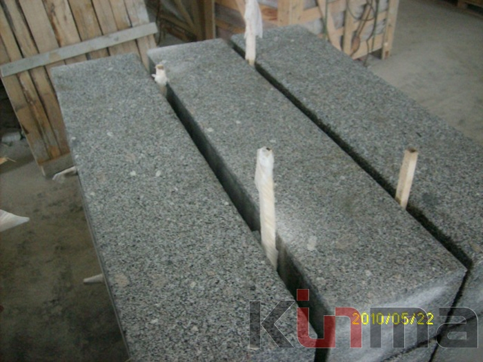 G341 Curved Grey Granite Road Kerb