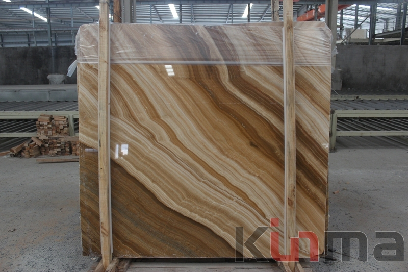 Wood vein onyx slab