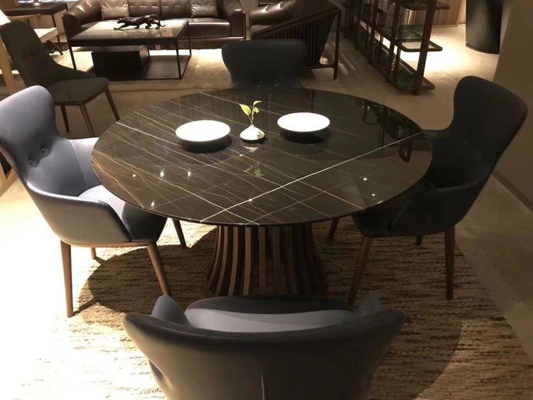 <strong>Excellent marble table</strong>